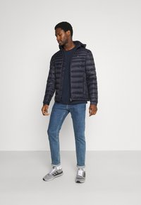 Tommy Hilfiger - PACKABLE HOODED JACKET - Down jacket - desert sky - 1