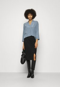 Anna Field - Basic V neck Blouse - Blusa - slate blue