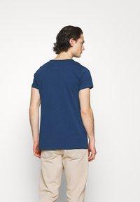 Tigha - WREN - Basic T-shirt - deep blue water - 2