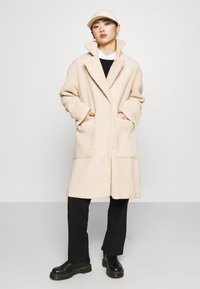 Selected Femme Petite - SLFNEW NANNA TEDDY JACKET  - Classic coat - sandshell - 4