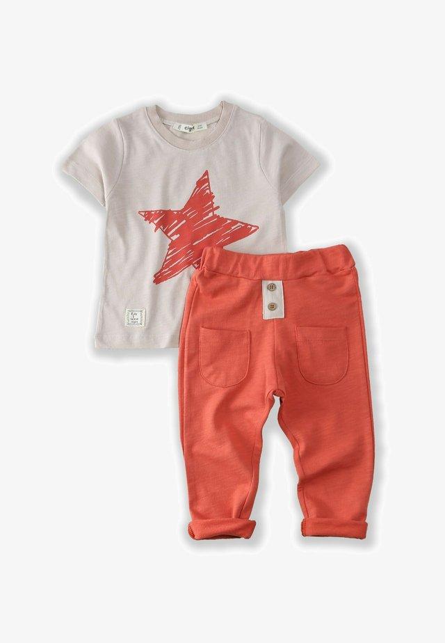 T-SHIRT AND JOGGING SET - Teplákové kalhoty - beige