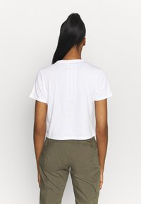 The North Face - FOUNDATION CROP TEE - T-shirt basic - white - 2