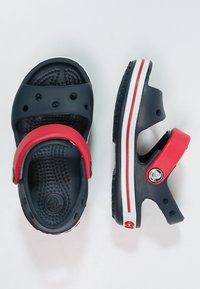 Crocs - CROCBAND KIDS UNISEX - Chanclas de baño - navy/red - 1
