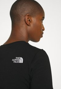 The North Face - CROP TEE - T-shirt con stampa - black - 8