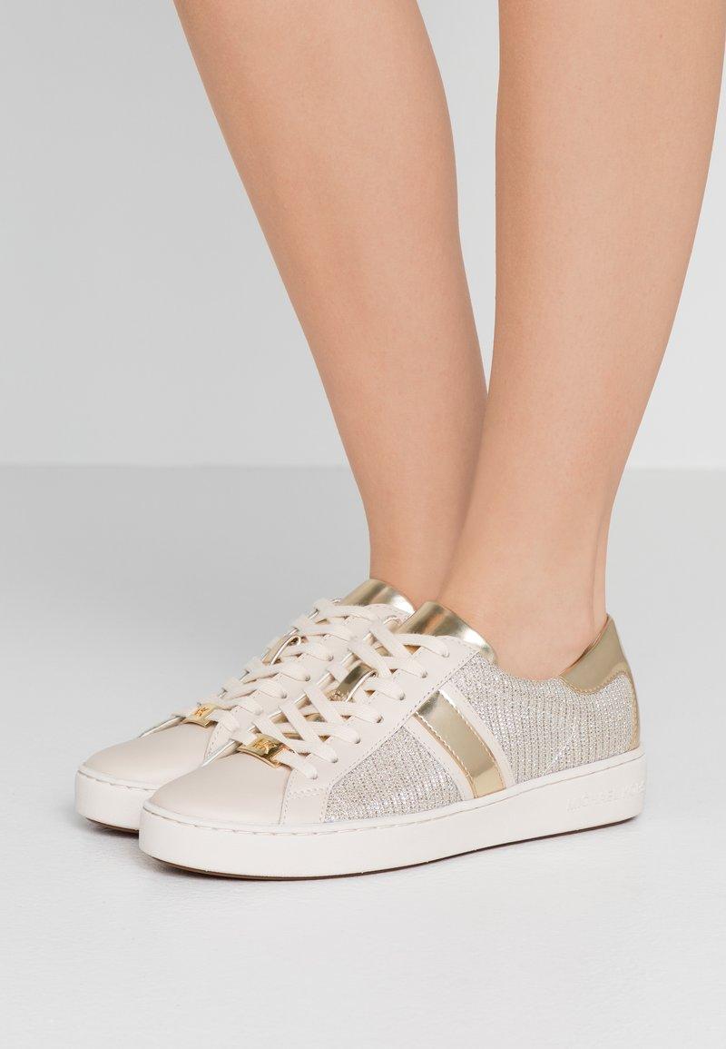 MICHAEL Michael Kors - KEATON STRIPE  - Sneakers laag - pale gold