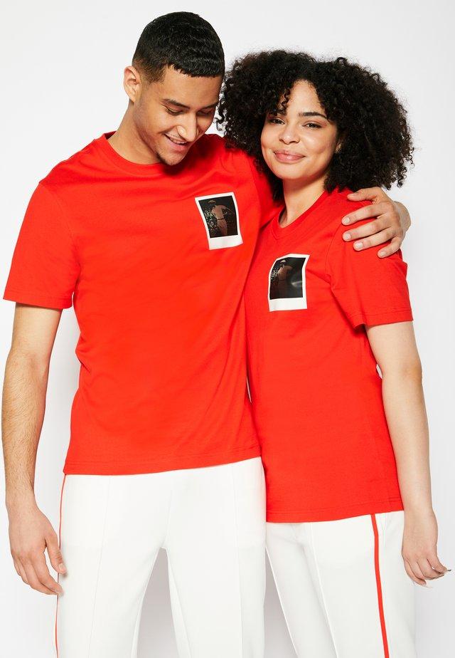 POLAROID UNISEX  - T-shirt imprimé - corrida