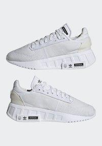 adidas Originals - GEODIVER - Sneakers basse - footwear white/core black - 7