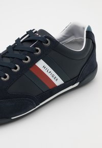 Tommy Hilfiger - CORPORATE CUPSOLE - Trainers - desert sky - 5
