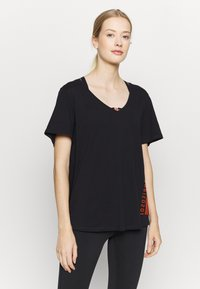 ONLY Play - ONPALIDA LIFE V-NECK TEE - Print T-shirt - black/fiery coral - 0