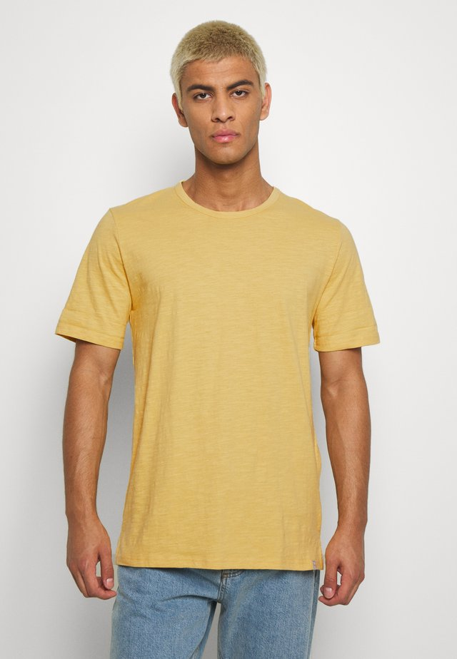 DELTA - Basic T-shirt - rattan