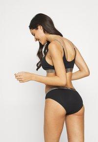 Calvin Klein Underwear - ICONIC - Alushousut - black - 2