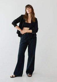 Violeta by Mango - Flared jeans - intensives dunkelblau - 1