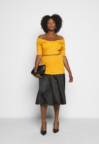 Vero Moda Curve - VMNIMI MIDI SKIRT - A-line skirt - black - 1