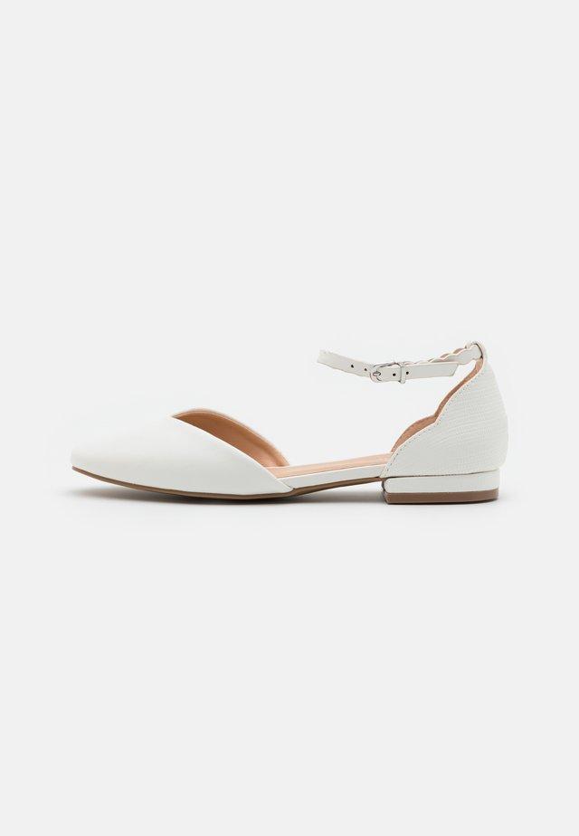 BAKER - Ballerina's met enkelbandjes - white