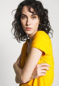 DRYKORN - AVIVI - T-shirt basic - yellow - 3