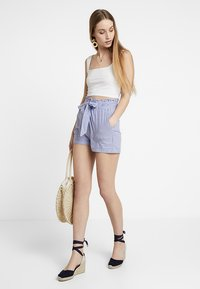 ONLY - ONLSMILLA STRIPE BELT - Shorts - medium blue denim - 1