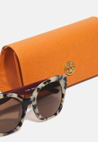 Tory Burch - Sunglasses - dark brown - 3