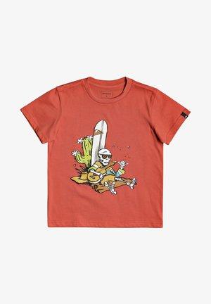 BORN SLIPPY - Print T-shirt - chili