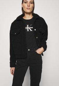 Calvin Klein Jeans - MONOGRAM TEE - Print T-shirt - black - 3