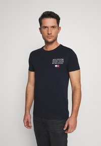 Tommy Hilfiger - YACHT CLUB TEE - Print T-shirt - blue - 0