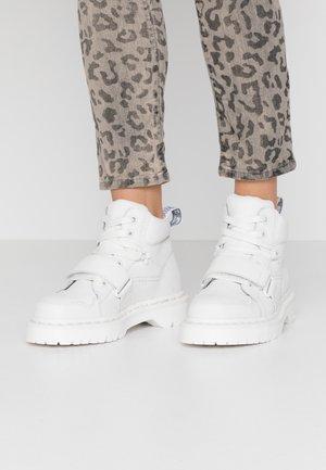 ZUMA II 5 EYE - Ankle boots - optical white/virginia