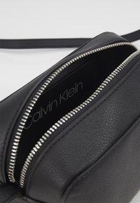 Calvin Klein - CAMERABAG - Taška spříčným popruhem - black - 2