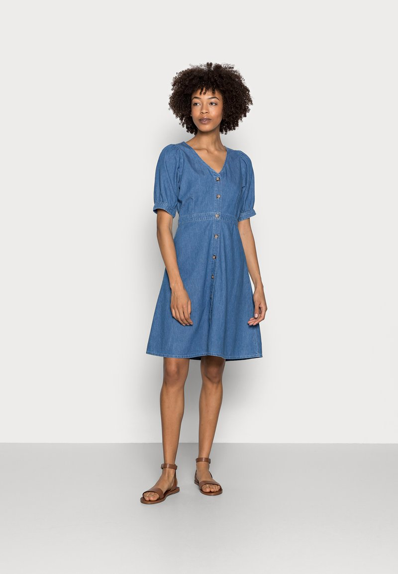 Anna Field - CHAMBREAY SHIRT DRESS - Robe en jean - light blue