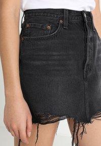Levi's® - DECONSTRUCTED SKIRT - Denim skirt - black denim - 3