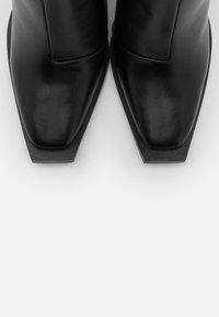 RAID - SPHERE  - Kozačky na vysokém podpatku - black - 5