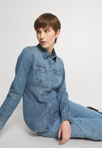 ONLY - ONLROCK IT LIFE - Košile - medium blue denim - 3
