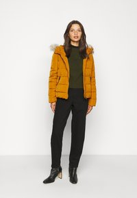 Vero Moda Petite - VMMOLLIE SHORT JACKET - Light jacket - buckthorn brown - 1
