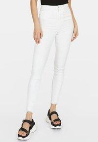 Stradivarius - Jeans Skinny Fit - white - 0