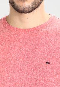Tommy Jeans - ORIGINAL TRIBLEND REGULAR FIT - T-shirt basique - formula one - 3