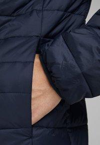 Jack & Jones - JJEERIC PUFFER COLLAR - Light jacket - navy - 4