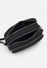 PARFOIS - CROSSBODY BAG CLAIR - Across body bag - black - 2