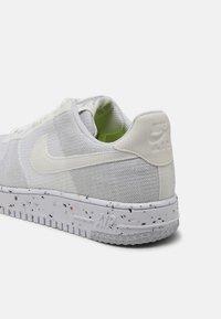 Nike Sportswear - AF1 CRATER - Matalavartiset tennarit - white/sail/wolf grey/black - 4
