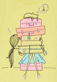 GAP - TODDLER GIRL  - T-shirt con stampa - yellow - 2