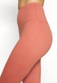 HIIT - CORE LEG STONE - Medias - salmon - 5