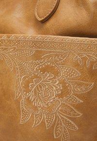 Desigual - BOLS LYRICS HOLLYWOOD SET - Handbag - camel - 4