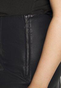 Noisy May Curve - NMNEW REBEL SHORT SKIRT CURVE - Leather skirt - black - 4