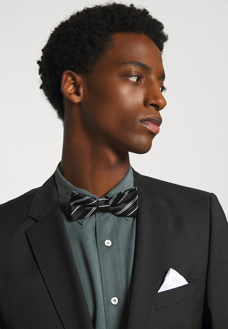 Only & Sons - ONSTRIPP STRIPE BOWTIE SET - Pocket square - black/white