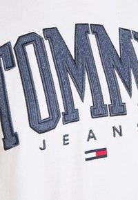 Tommy Jeans - COLOR BLOCK HOODIE - Sweatshirt - ivory - 5