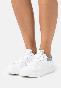 Trussardi - YRIAS MIX - Sneakersy niskie - white/light blue - 0