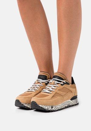 SOPHIE MARBLE - Sneakers laag - doe