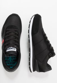 Tommy Jeans - LIFESTYLE  - Sneakersy niskie - black - 1
