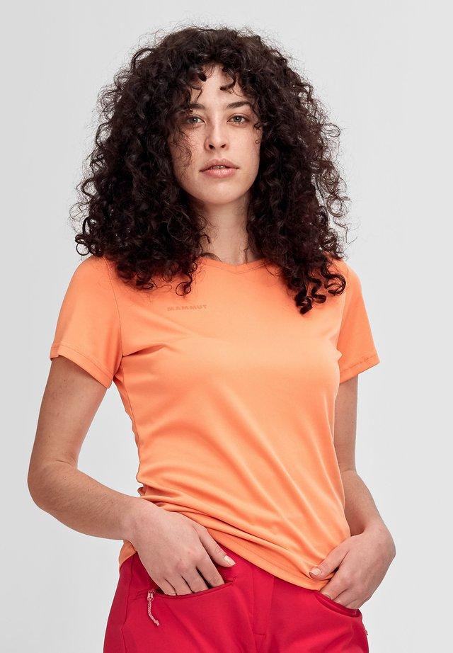 SERTIG - T-shirt basic - baked