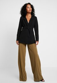 Missguided - SELF FABRIC BELTED - Blazer - black - 1