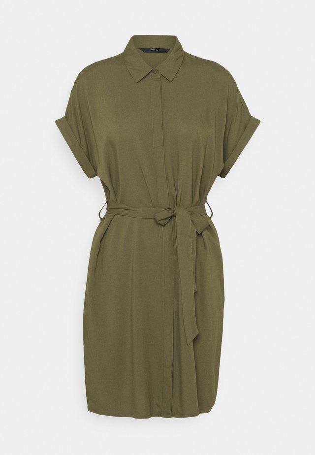 VMSIMPLY EASY SHIRT DRESS - Shirt dress - ivy green