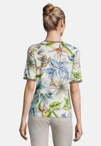Betty Barclay - MIT BLUMENPRINT - Print T-shirt - cream/petrol - 2