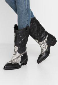 NA-KD - REPTILE DETAILED  - Cowboy/Biker boots - black - 0